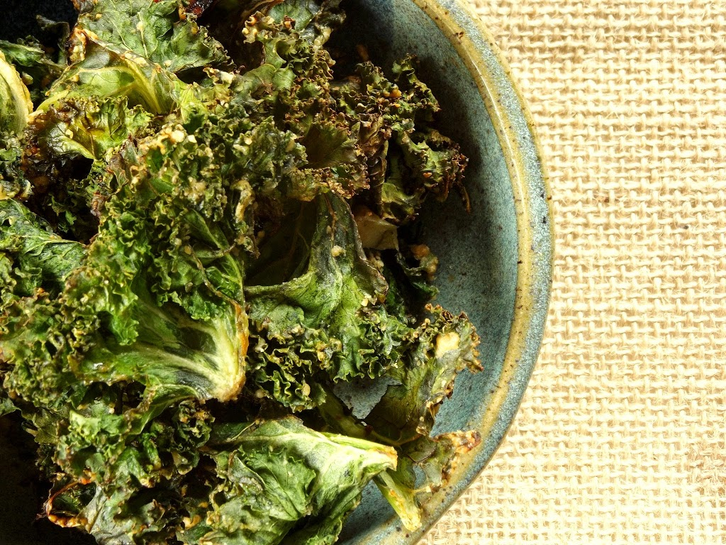 Garlic and Tahini Kale Chips