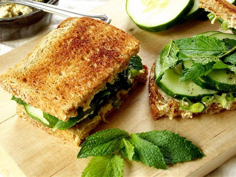 vegan cucumberr sandwich detail