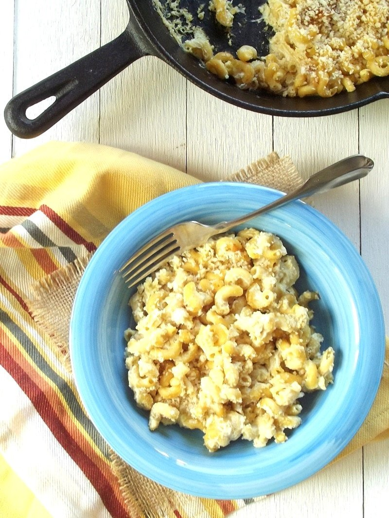 vegan caramelized onion mac and cheese portrait2