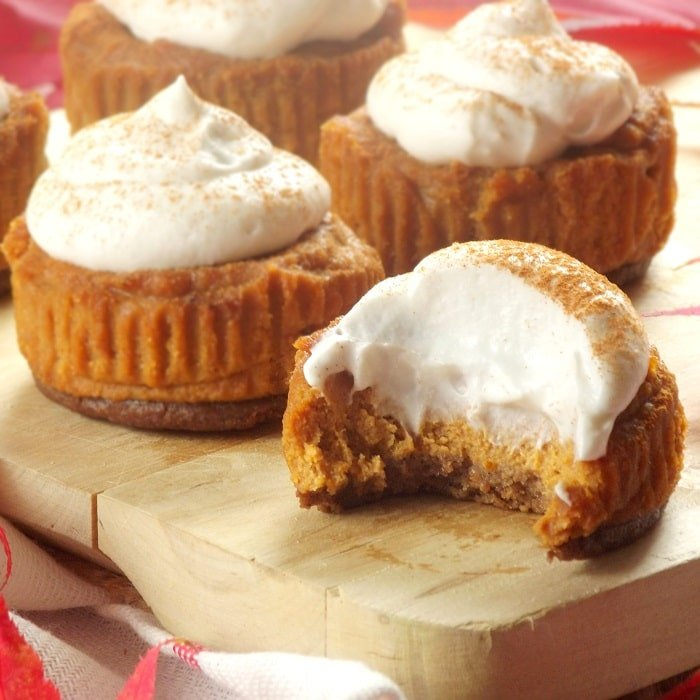 mini vegan pumpkin cheesecakes featured