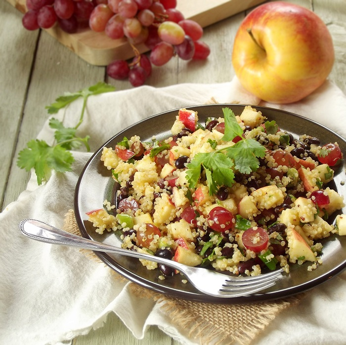 Quinoa Salad with Black Beans, Apples and Red Grapes