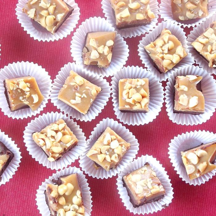 vegan chocolate peanut butter fudge top featured