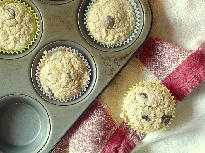 oatmeal chocolate chip muffins top tin2
