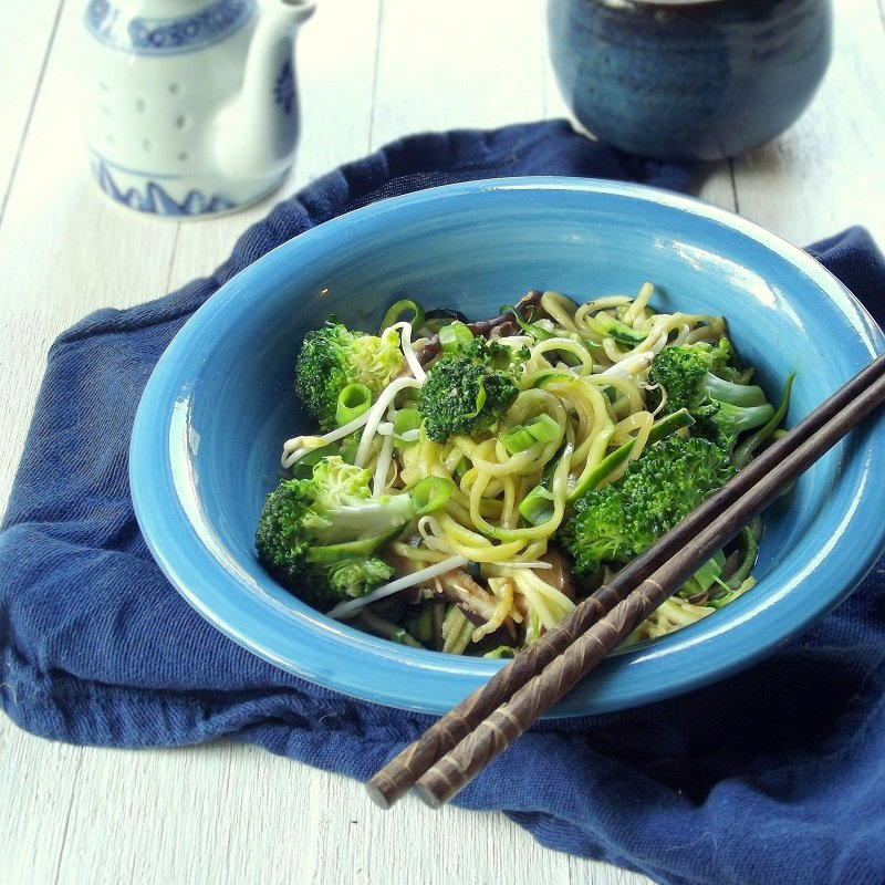 zucchini lo mein featured