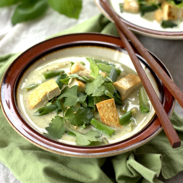 Vegan Green Curry with Tofu and Veggies - Connoisseurus Veg