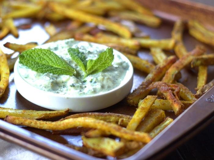 Hot Curry Fries with Vegan Cucumber Mint Raita - Connoisseurus Veg