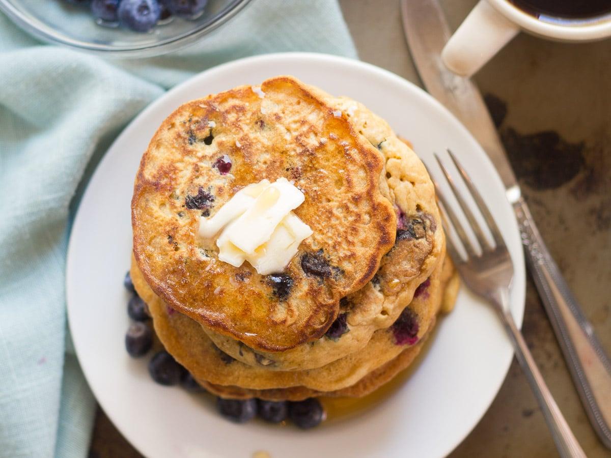 Vegan Blueberry Buttermilk Pancakes - Connoisseurus Veg