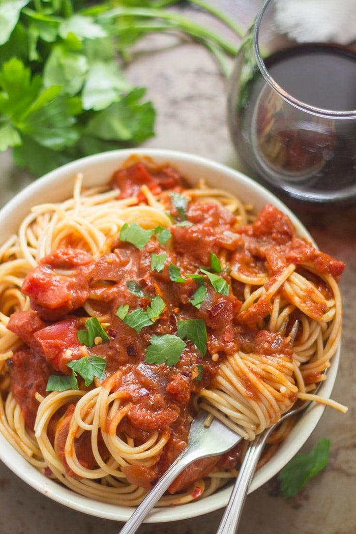 Spaghetti in Spicy (Vegan!) Tomato Cream Sauce ...