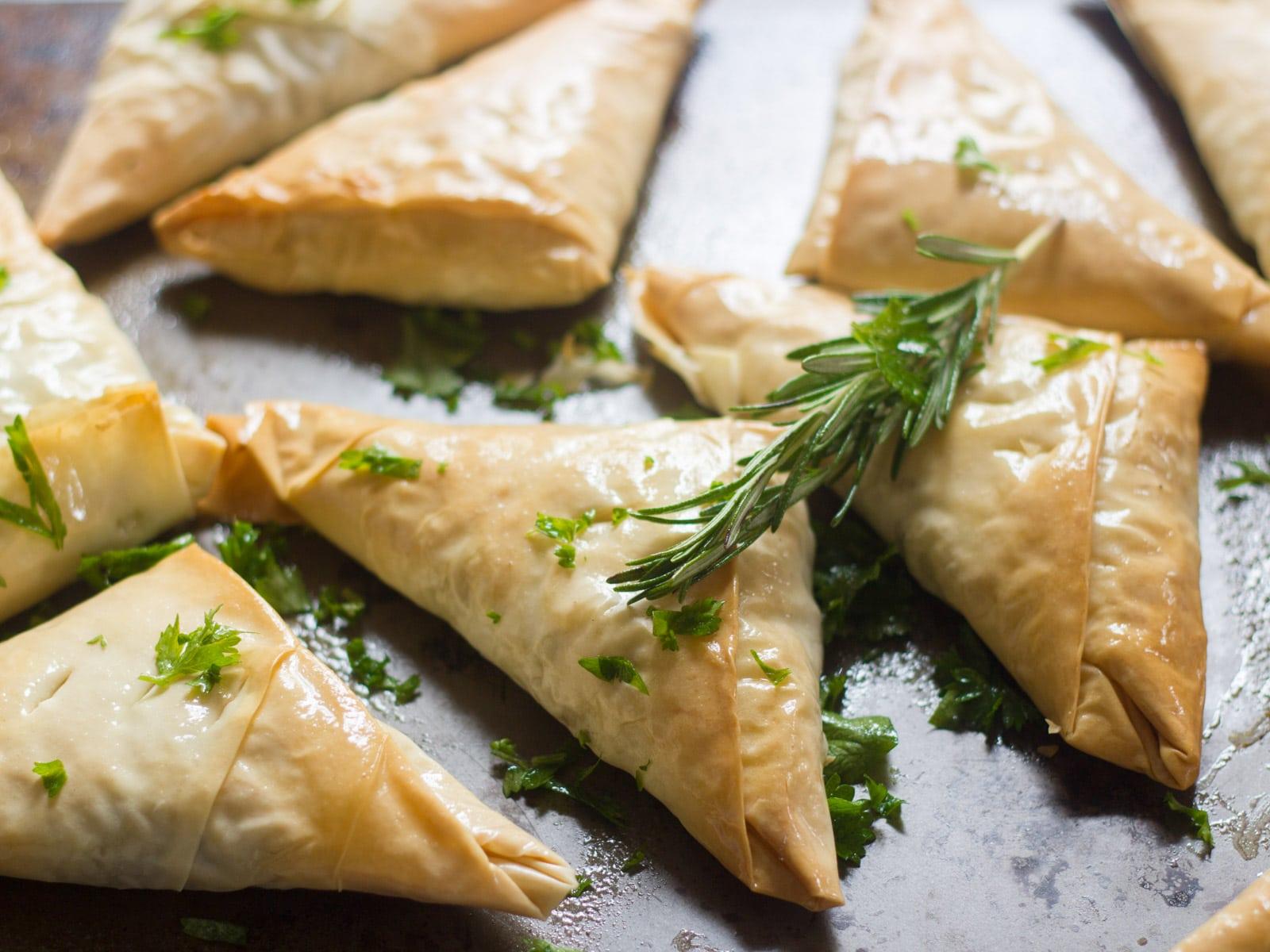 Savory Lentil Mushroom Vegan Hand Pies - Connoisseurus Veg Connoisseurus Veg Delicious Vegan Recipes, Vegetarian Recipes, Vegan Food Blog - Connoisseurus Veg %