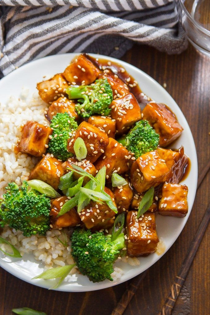 Close Up of Teriyaki Tofu with Broccoli and Rice on a Plate