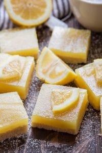 Vegan Lemon Bars Topped with Powdered Sugar and Lemon Slices