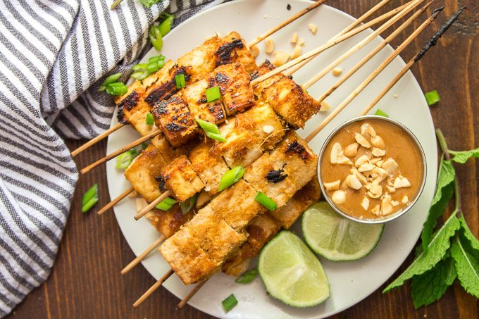 Tofu Satay on a Plate with Peanut Sauce and Lime Wedges