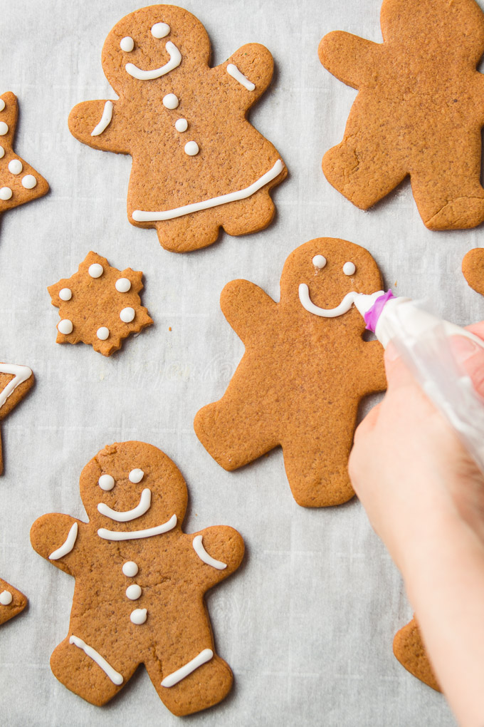 Hand Piping Frosting on Vegan Gingerbread Cookies